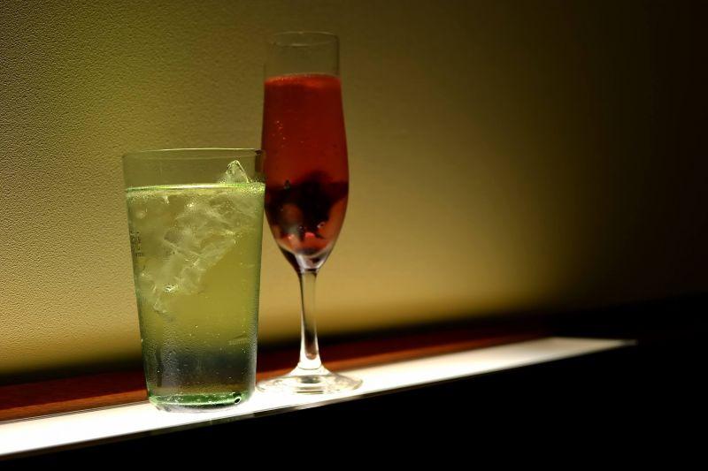ワインと水