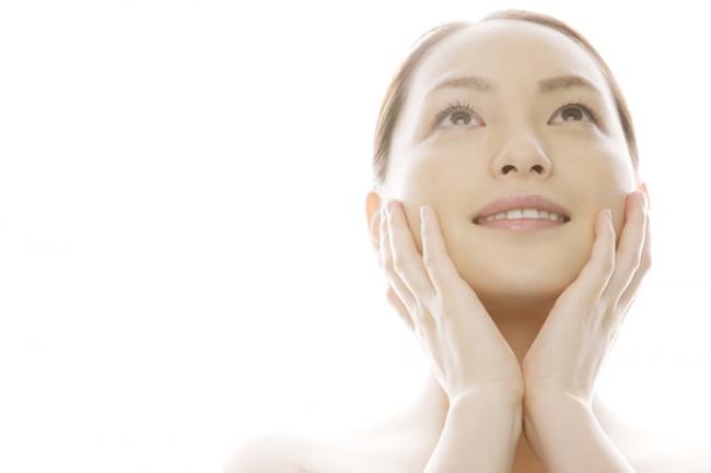 ビタミンCの効果を実感している女性の顔