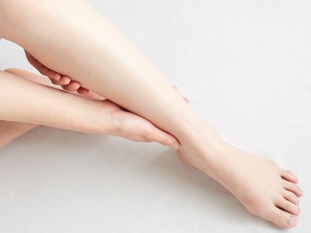 女性のモデル足